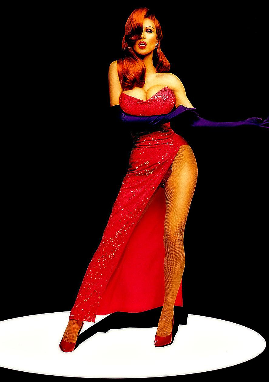 Соблазнительная красотка в красном платье 20 фотография