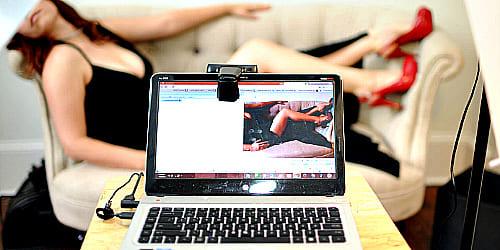 Как вести себя перед камерой вебмодели